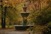 Mozaiková fontána od Hanse Poelziga ve Velké zahradě v Drážďanech