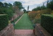 http://gardenpanorama.cz/wp-content/uploads/sisinghurst_0021-170x115.jpg