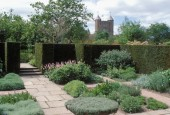 http://gardenpanorama.cz/wp-content/uploads/sisinghurst_0071-170x115.jpg