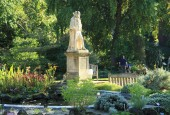 https://gardenpanorama.cz/wp-content/uploads/Chelsea_Physic_GardenIMG_9729_0261-170x115.jpg